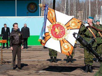 Дмитрий Медведев во время награждения 45-го полка ВДВ. Фото пресс-службы президента РФ