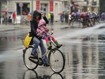 Велосипеды - часть общественного транспорта Picture
