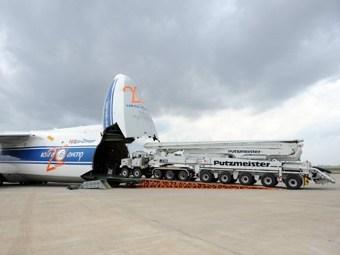 Ан-124 доставят в Японию гигантские насосы.