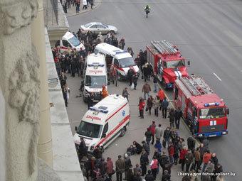 Службы спасения на месте взрыва. Фото пользователя Zhenya с сайта forum.onliner.by