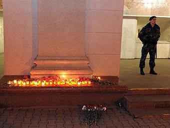 """Вход на станцию """"Октябрьская"""" в ночь на 12 апреля. Фото ©AFP"""