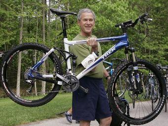 Джордж Буш любит падать с велосипеда Picture