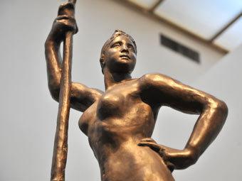 """Авторская модель """"Девушки с веслом"""". Фото ИТАР-ТАСС"""