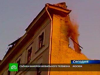 Разрушенная стена. Кадр видеозаписи, переданный в эфире НТВ