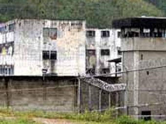 В Венесуэле заключенные тюрьмы взяли в заложники...