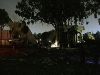Разрушенное здание администрации Каддафи в Триполи. Фото ©AFP