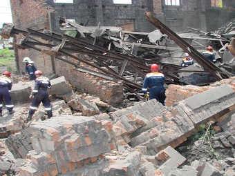 На месте обрушения стены во Владивостоке. Фото с сайта ГУ МЧС РФ по Приморскому краю