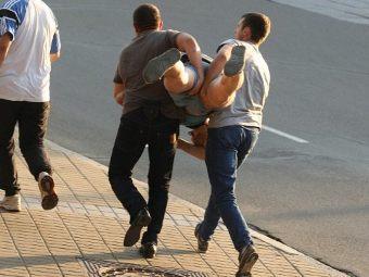 Задержание участника акции протеста в Минске. Фото ©AFP