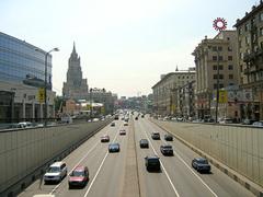 В субботу около17.00 несколько иномарок с флагами Чечни и Ингушетии выехали в Москве на Садовое кольцо...