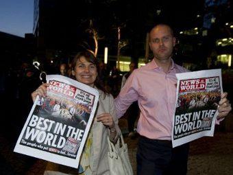 Сотрудники закрывшейся News of the World. Фото ©AFP