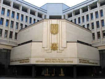 """В дом правительства Крыма бросили  """"коктейль Молотова """". http://lenta.ru."""