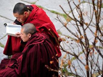 Монахи в провинции Сычуань. Фото ©AFP
