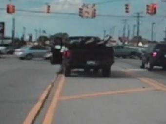В США водителя арестовали за использование ноги в качестве тормоза