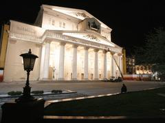 Большой театр накануне Дня Победы.  2010 год.