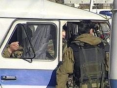 """...милиционеры, дежурившие в пригороде Махачкалы Семендере, остановили для проверки автомобиль ВАЗ 217030 ( """"Приора """")."""