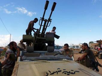 Войска НПС на подступах к Сабхе. Фото ©AFP