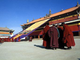 Тибетский монастырь в Китае заблокировали после