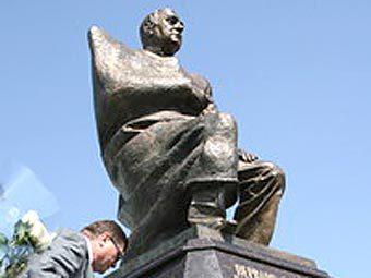 Памятник Валерию Кокову. Фото с сайта sk-news.ru
