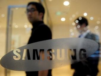 Samsung вышла на первое место в мире по продажам смартфонов 21.10.2011.