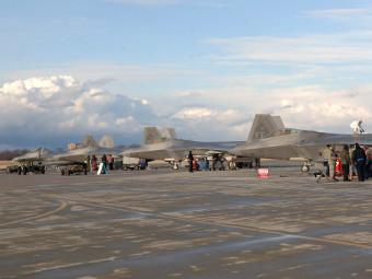 F-22. Фото с сайта af.mil