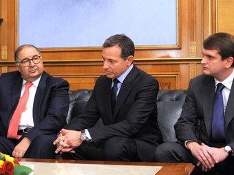 Акционер ЮТВ Алишер Усманов (слева), глава Walt Disney Роберт Айгер и гендиректор ЮТВ Иван Таврин на встрече у Путина. Фото пресс-службы премьер-министра РФ