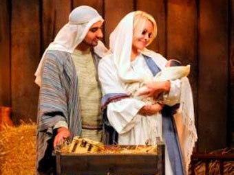 Рассел Питерс и Памела Андерсон. Фото с сайта Bell Media