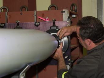 Утилизация бомбовой кассеты. Фото с сайта mbda-systems.com