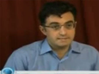 Кадр из интервью Мазияра Бахари телеканалу Press TV. Скриншот с сайта YouTube