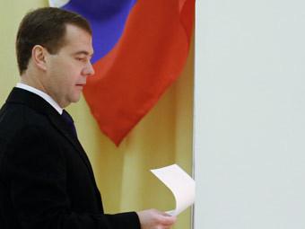 Дмитрий Медведев на избирательном участке. Фото РИА Новости, Дмитрий Астахов