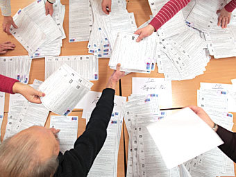 Подсчет голосов после выборов в Госдуму. Фото РИА Новости, Вадим Жернов
