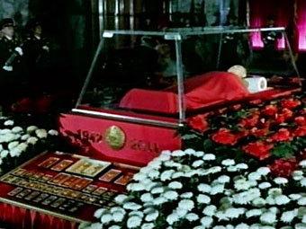 Тело Ким Чен Ира. Кадр северокорейского гостелевидения, переданный ©AFP