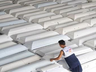 Гробы с телами погибших на Филиппинах. Фото ©AFP