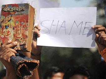 """Акция протеста против запрета """"Бхагавад-гиты как она есть"""" 21 декабря 2011 года в Мумбаи. Фото ©AFP"""