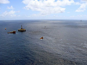 Разлив нефти на платформе Chevron в Бразилии. Фото ©AFP