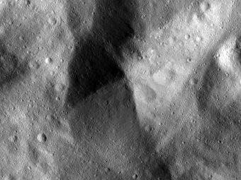 Веста крупным планом. Фото NASA/Dawn