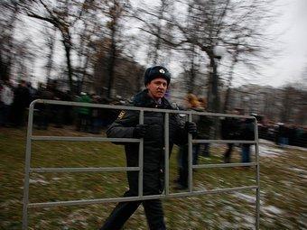 Сотрудник полиции на митинге на Болотной площади 10 декабря 2011 года. Фото Андраша Фекете для Ленты.ру