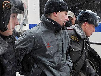 Задержание Сергея Аксенова во время акции около Госдумы 21 декабря 2011 года. Фото РИА Новости, Владимир Астапкович