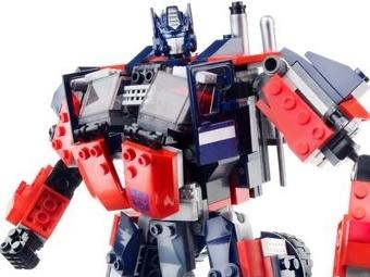 Трансформер Оптимус Прайм, фото с сайта Hasbro