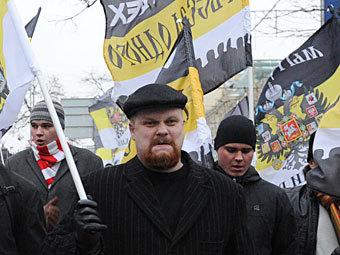 Дмитрий Демушкин (в центре) во время акции 10 декабря 2011 года на площади Революции. Фото РИА Новости, Илья Питалев