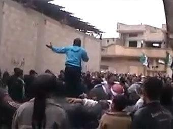Антиправительственная акция протеста в Хомсе. Скриншот с сайта YouTube