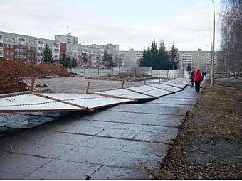 Упавший в Санкт-Петербурге забор. Фото с сайта piter.tv