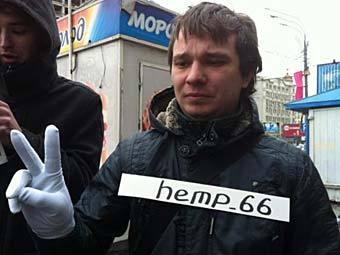 """Участник пикета против """"двойных стандартов"""". Фото @ottenki_serogo"""