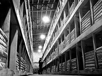 """Склад на базе """"Кэмп Кэролл"""", 1964 год. Фото с сайта stripes.com"""
