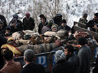 Тела погибших в результате авиаудара курдов. Фото ©AFP