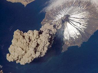 Извержение вулкана Кливленд в 2006 году. Фото NASA