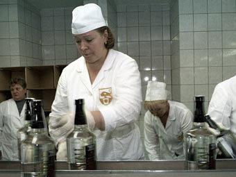 "На заводе ""Кристалл"". Фото РИА Новости, Владимир Вяткин"