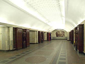 """Станция метро """"Бауманская"""". Фото с сайта wikipedia.org, пользователя NVO"""