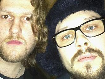 """Кирилл Шамсутдинов (слева) и Павел Рассудов в ОВД """"Арбат"""". Фото с личной страницы на Facebook"""