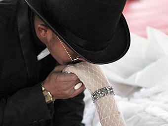 Житель Таиланда женился на своей умершей подруге