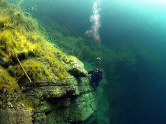 Дайвер в Голубом озере. Фото с сайта kbrdiving.ru